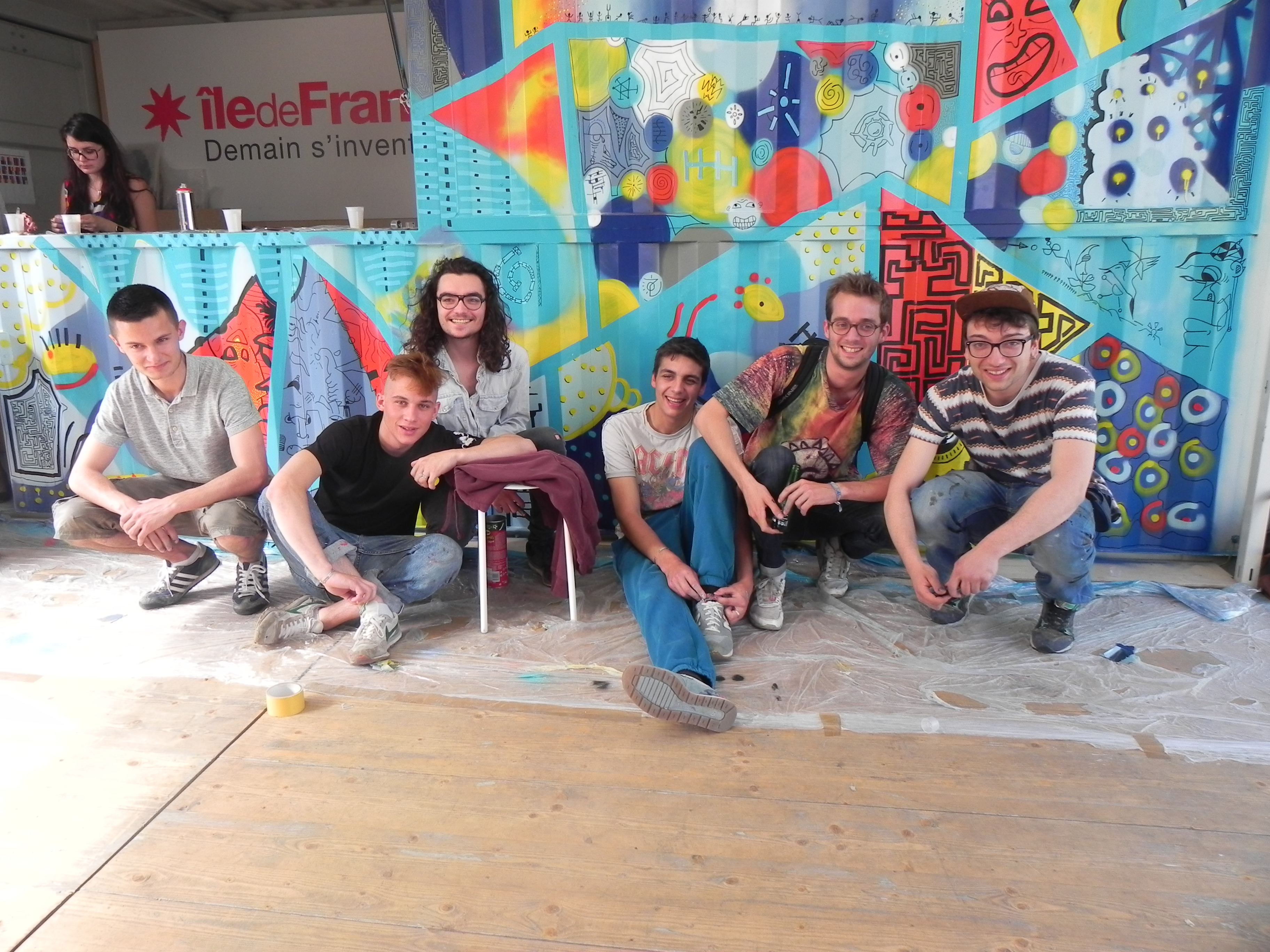 les artistes du collectif YGRK KLUB devant leur graphe