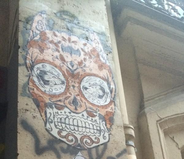 Collage dans la rue, dans le quartier de République © Marie-Ange Baudin