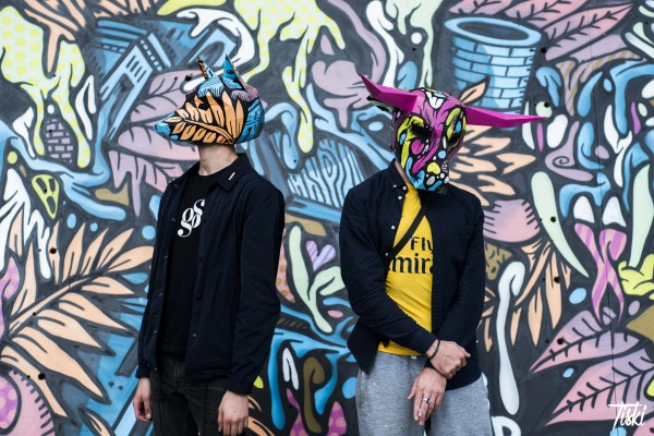 Portraits masqués de Yakes (à gauche) et Bebar (à droite) © Tskiki