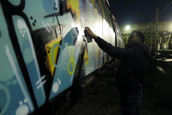 Mondé dans le métro à Bucarest